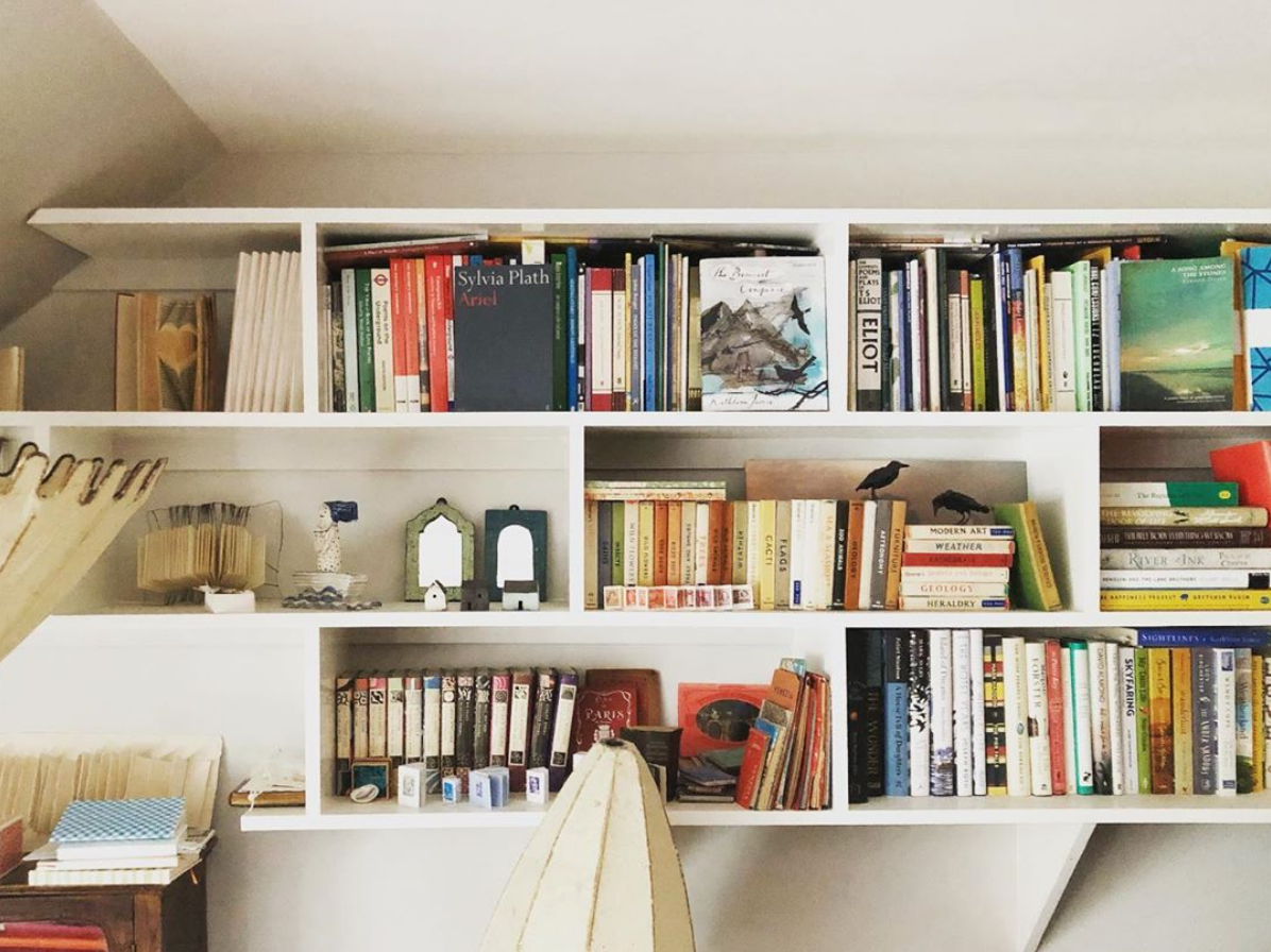The Travelling Bookbinder. Book review. Shelfie. How books make a home.