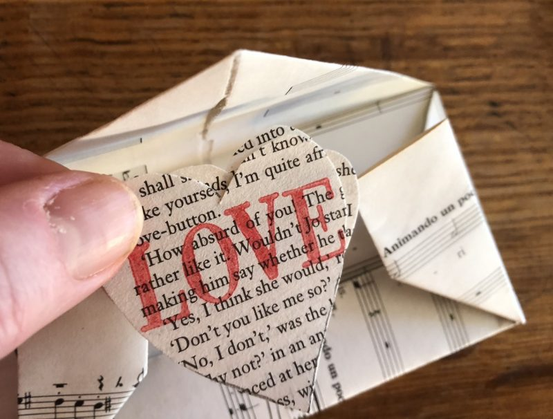 The Travelling Bookbinder: Heart Confetti: Place heart messages inside