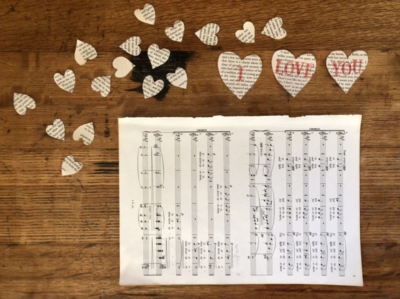 The Travelling Bookbinder: Heart Confetti: Origami envelope